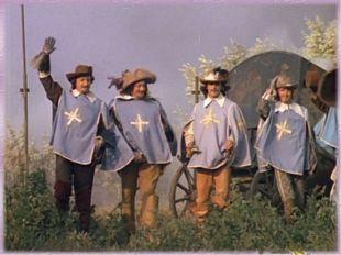 Время шло, люди научились шить красивые наряды, придумали шарфы и шляпы. Расс