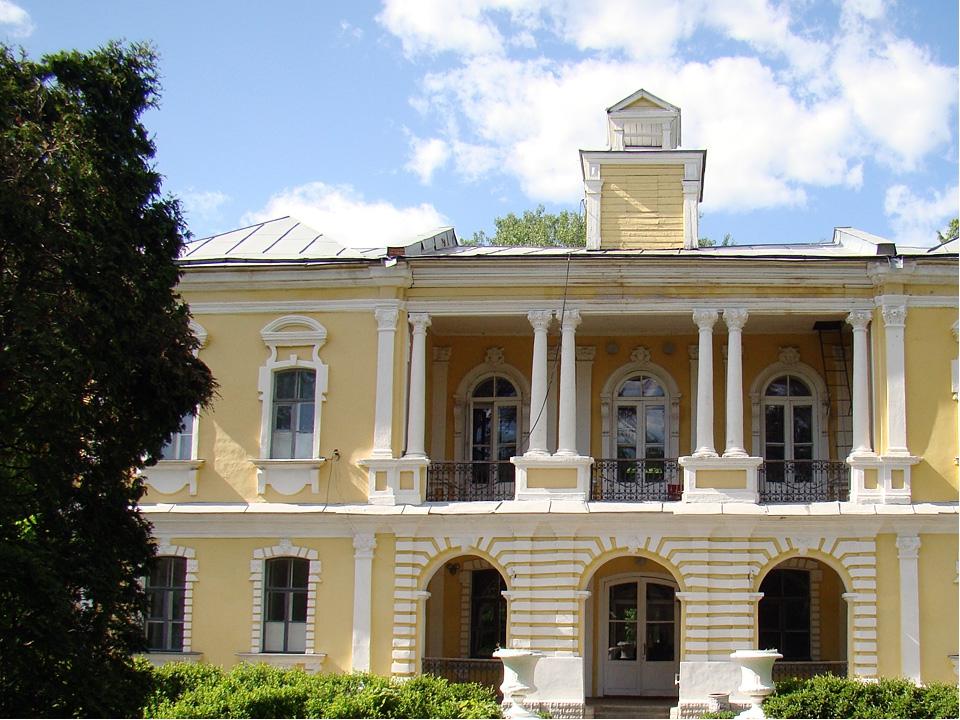 Близ Лосино-Петровского, на левом берегу Клязьмы, находится ансамбль Глинки,...