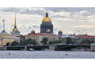 Санкт-Петербург младше Москвы. Но с 1712 по 1918 год этот город был столицей