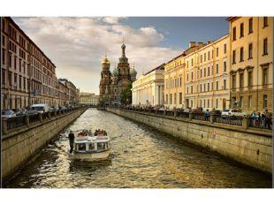 Санкт-Петербург еще называют Северной Венецией, потому что он, как и итальянс