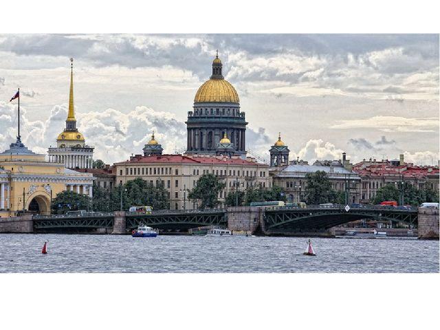 Санкт-Петербург младше Москвы. Но с 1712 по 1918 год этот город был столицей...