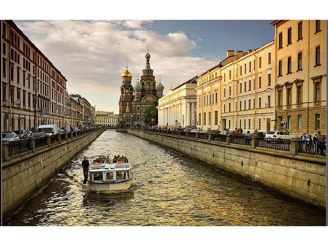 Санкт-Петербург еще называют Северной Венецией, потому что он, как и итальянс...